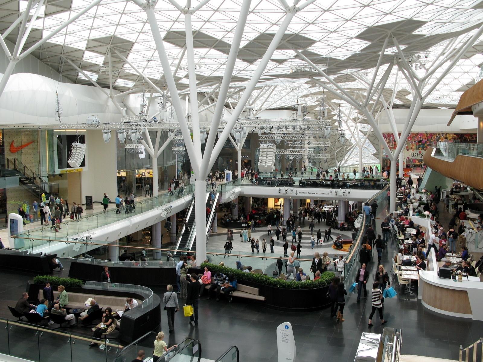 Westfield_London_Main_Atrium_2009.jpg
