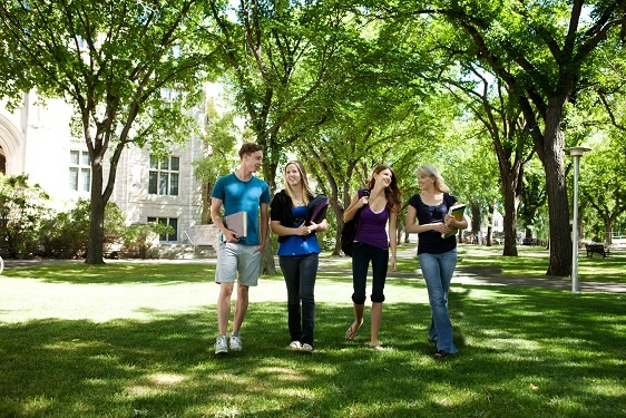 University-Friends-on-Campus-134971095_5616x3744.jpeg